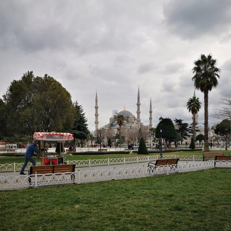 Layover in Istanbul airport | How to keep yourself occupied